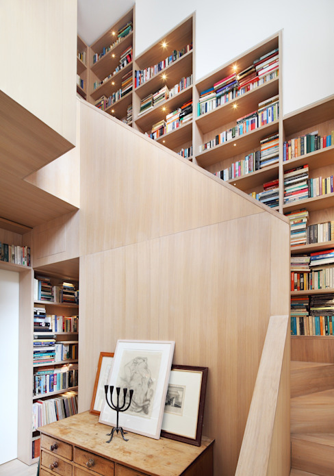 Book Tower House Pasillos, vestíbulos y escaleras modernos de Platform 5 Architects LLP Moderno