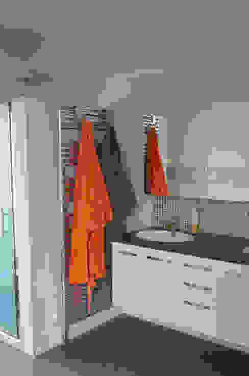 Moderne Badezimmer von Sandrine Carré Modern