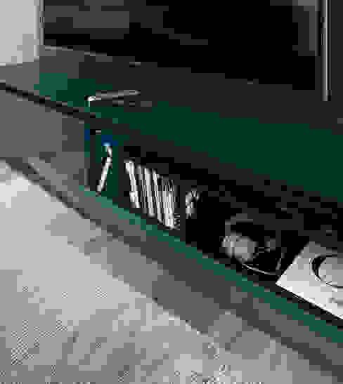 Minimalist living room by Livarea Minimalist