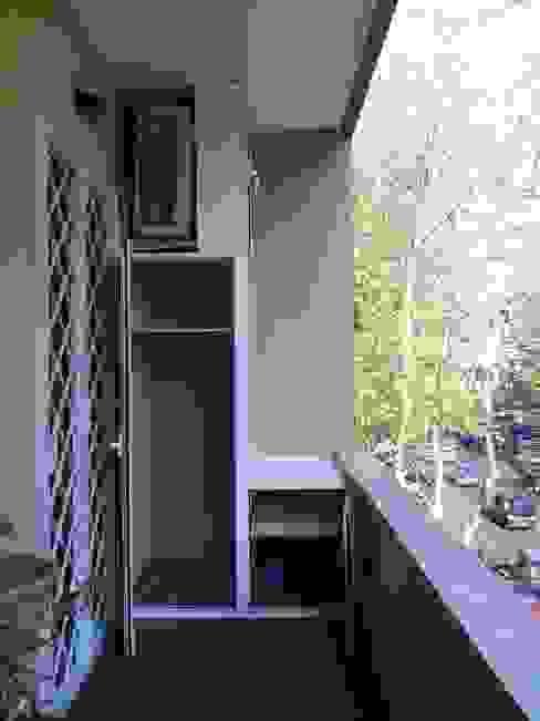 Roma Montesacro - Ristrutturazione appartamento anni '60 Balcone, Veranda & Terrazza in stile eclettico di Francesca Ianni architetto Eclettico