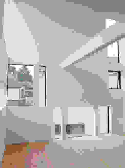 Living room Moderne Wohnzimmer von 株式会社小島真知建築設計事務所 / Masatomo Kojima Architects Modern