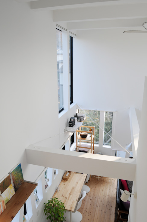 Living room Modern dressing room by 株式会社小島真知建築設計事務所 / Masatomo Kojima Architects Modern