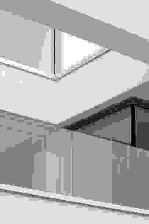 Fassadendetail Moderne Fenster & Türen von bilger fellmeth Modern