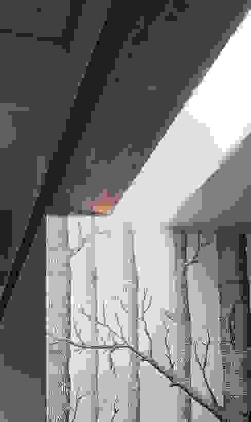 Dettaglio dell'illuminazione dell'ingresso PLUS ULTRA studio Ingresso, Corridoio & Scale in stile moderno