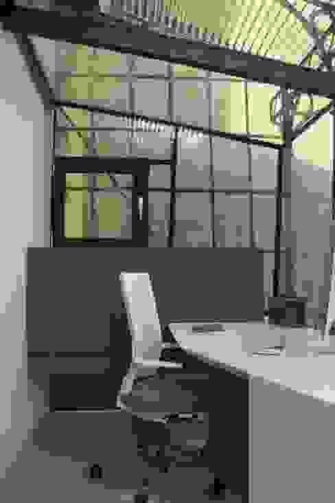 büro im baumhaus:   von 3rdskin architecture gmbh,Ausgefallen