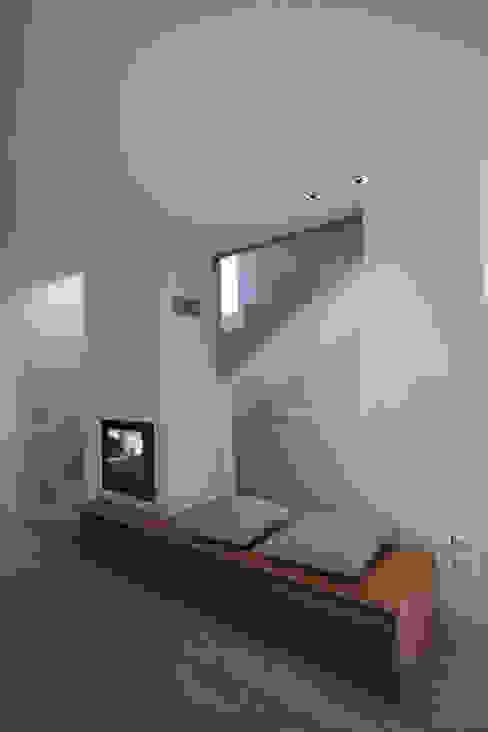 Modern Corridor, Hallway and Staircase by marco.sbalchiero/interior.design Modern
