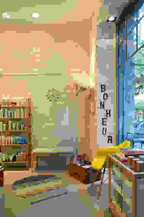 """Sube Susaeta Interiorismo diseña centro de belleza """"La Morla Hairdressing"""", Bilbao Oficinas y tiendas de estilo escandinavo de Sube Susaeta Interiorismo Escandinavo"""