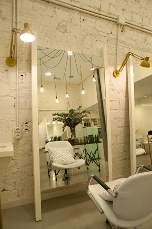 Industrial style offices & stores by Sube Susaeta Interiorismo Industrial