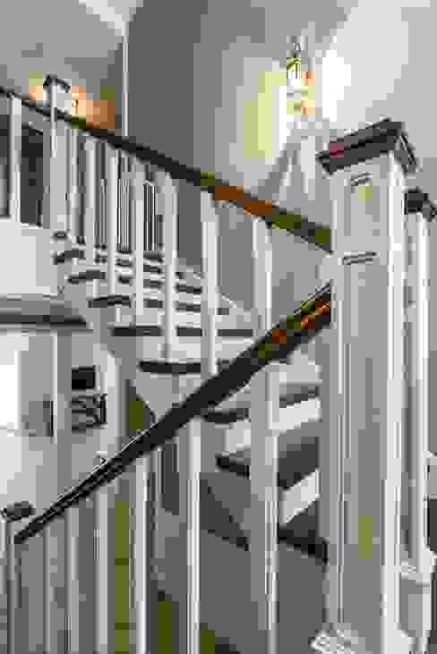 Pasillos, vestíbulos y escaleras escandinavos de Belimov-Gushchin Andrey Escandinavo