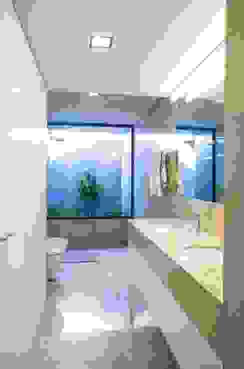 Casa JD Casas de banho modernas por Atelier d'Arquitetura Lopes da Costa Moderno