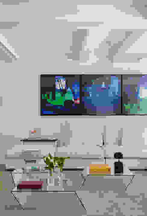 Residência Brise Salas de estar modernas por Gisele Taranto Arquitetura Moderno