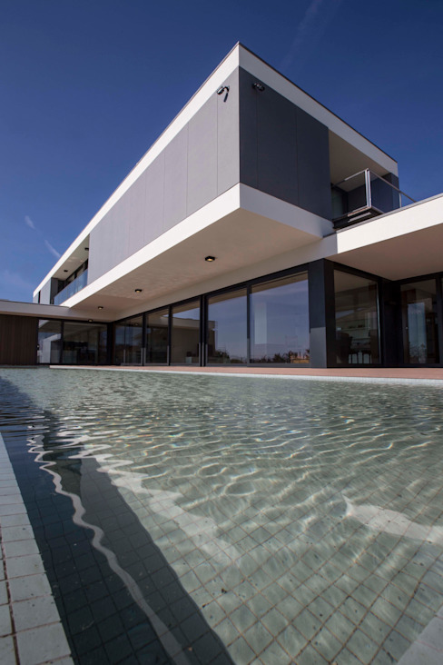 Atelier d'Arquitetura Lopes da Costa Moderne Pools