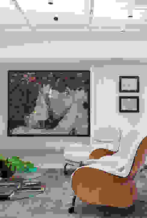 Estudios y despachos de estilo moderno de Gisele Taranto Arquitetura Moderno