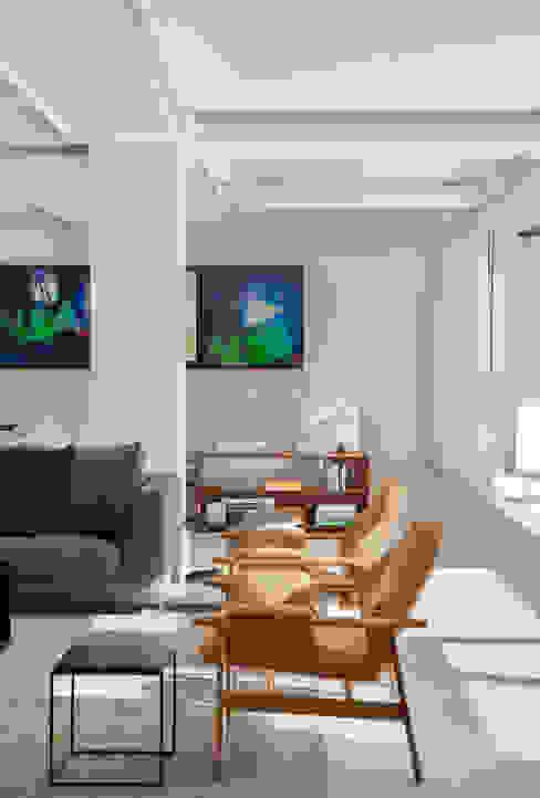 现代客厅設計點子、靈感 & 圖片 根據 Gisele Taranto Arquitetura 現代風