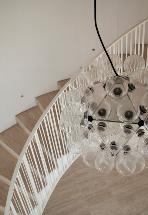 ห้องโถงทางเดินและบันไดสมัยใหม่ โดย Gisele Taranto Arquitetura โมเดิร์น