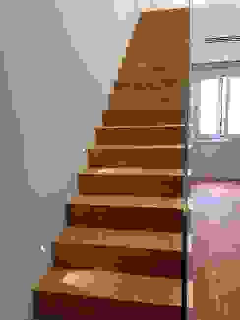 Pasillos, vestíbulos y escaleras de estilo clásico de Tarimas de Autor Clásico