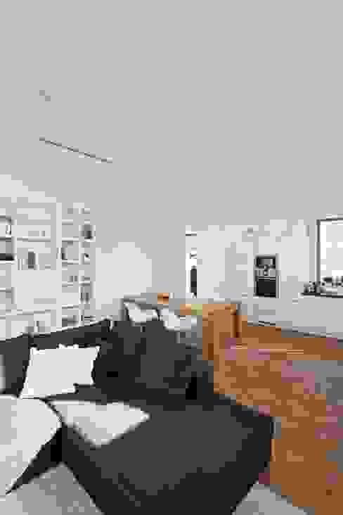 Wohnhaus mit Praxis Moderne Esszimmer von Claus + Pretzsch Architekten BDA Modern