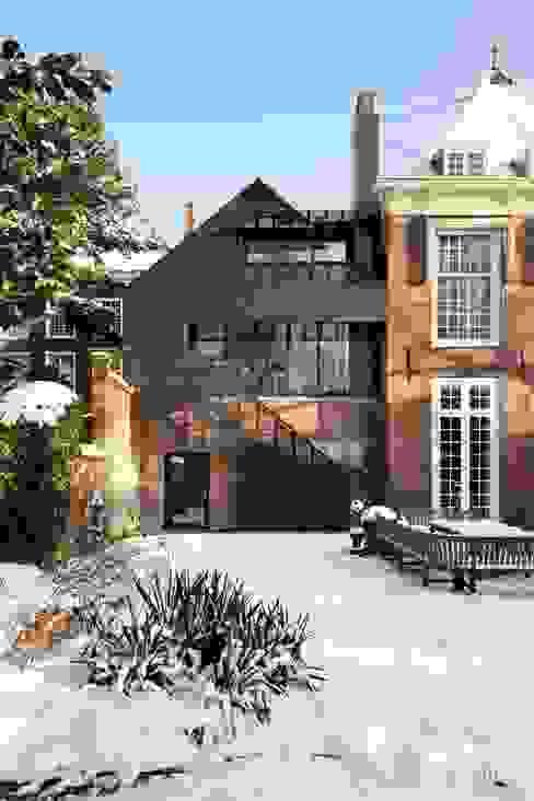 ITC Annex - garden facade Moderne huizen van Mirck Architecture Modern
