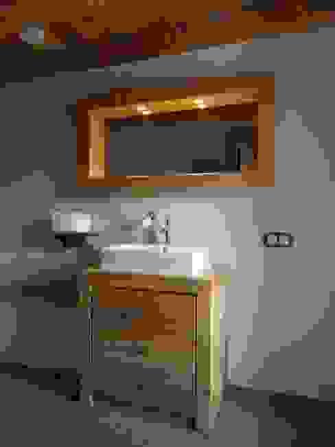 Rénovation d'une ferme en Alsace Salle de bain rurale par Atelier Laparra Rural