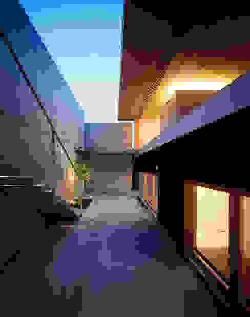 緑山の家 モダンデザインの テラス の 栗原隆建築設計事務所 モダン