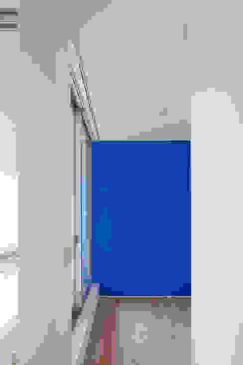 スルウ: 一級建築士事務所 楽工舎が手掛けた書斎です。,モダン