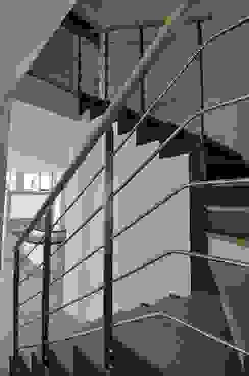 détail escalier Maisons modernes par Architecte d'Intérieur Paul Jourdain CFAI Moderne