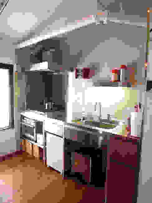 House M Cocinas de estilo industrial de MIKAZKI co., Itd Industrial