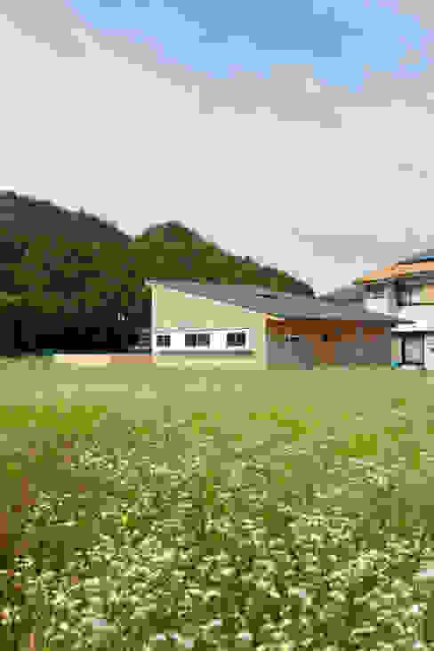 Casas estilo moderno: ideas, arquitectura e imágenes de 内田建築デザイン事務所 Moderno