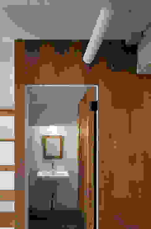 西葛西の住居 ラスティックな 窓&ドア の 蘆田暢人建築設計事務所 Ashida Architect & Associates ラスティック