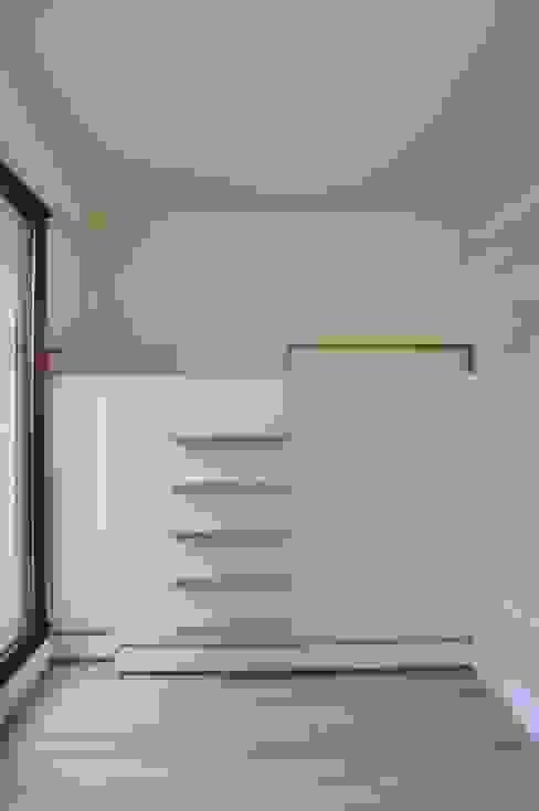 Caisson lit avec rangements intégrés Chambre d'enfant moderne par LA TRAVERSE architecture Moderne