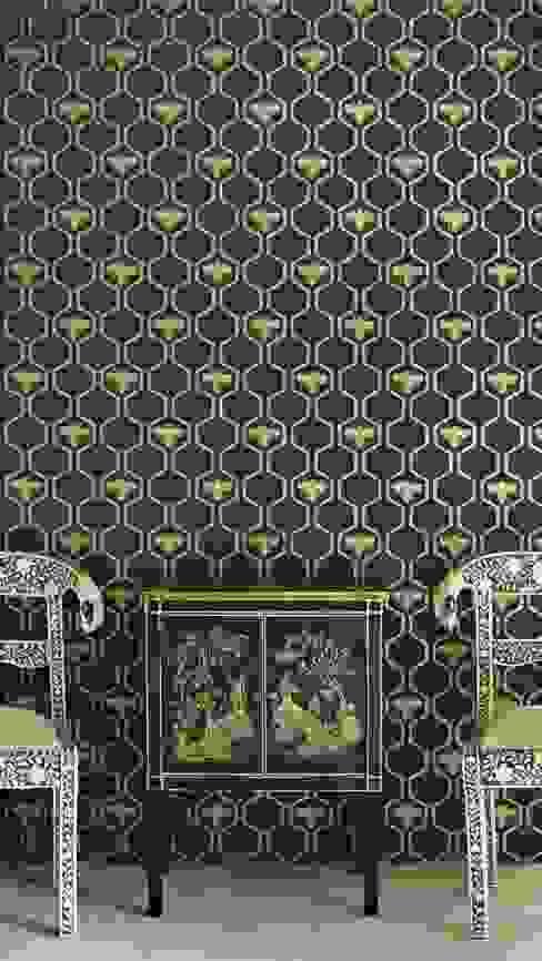 Bees in Hexagons Wallpaper от Mister Smith Interiors Эклектичный