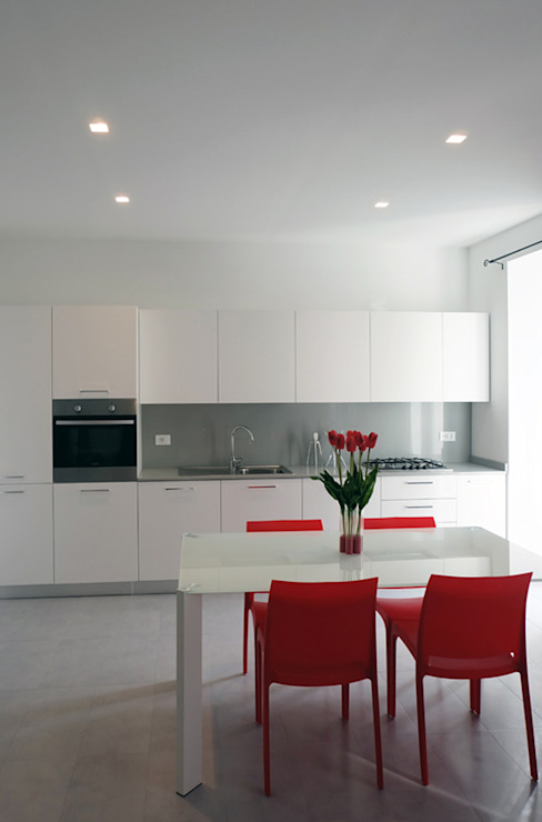 Modern kitchen by Elisa Rizzi architetto Modern