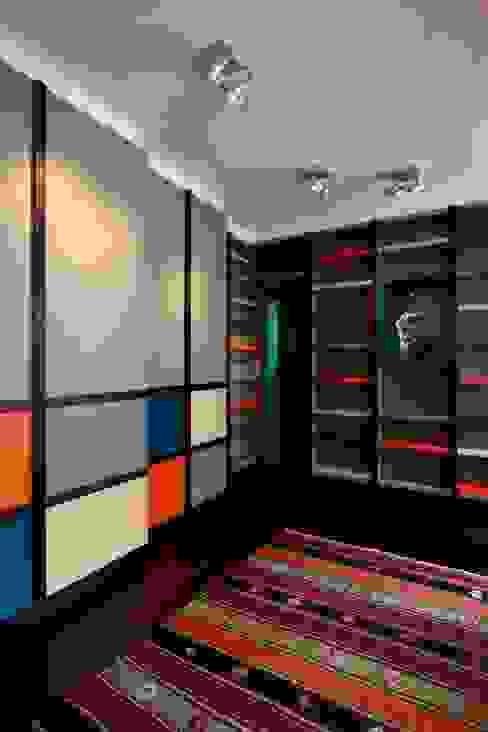 La pièce bibliothèque Salon moderne par Agence Sophie Auscher Moderne