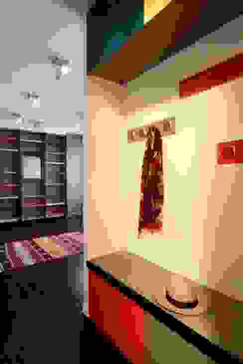 Agence Sophie Auscher Modern Corridor, Hallway and Staircase