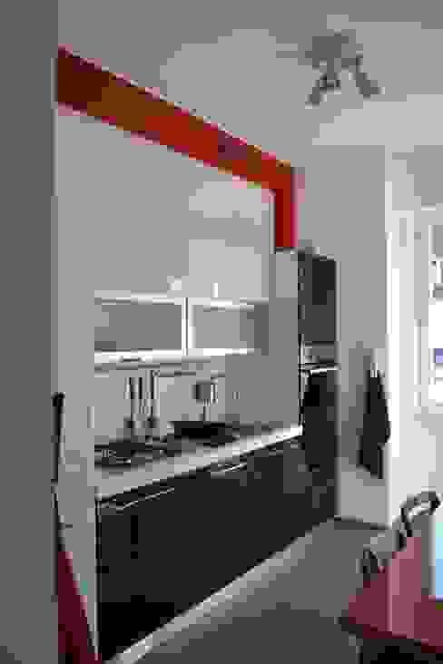 Cucina Cucina moderna di LUTOPIE Luisa Bernasconi Moderno