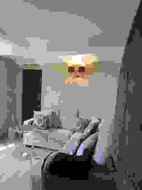 Restauro di una casa molto antica in Francia Soggiorno classico di Archimania Classico
