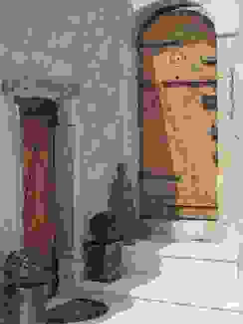 Restauro di una casa molto antica in Francia Ingresso, Corridoio & Scale in stile eclettico di Archimania Eclettico