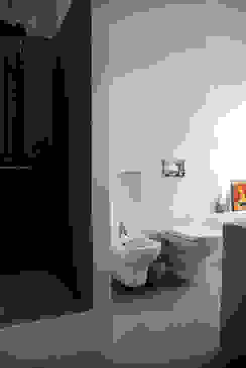 Minimalist style bathroom by andrea nicolini architetto Minimalist