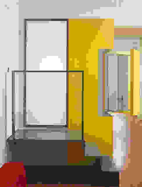 The Yellow Submarine Sophie Nguyen Architects Ltd Modern bathroom