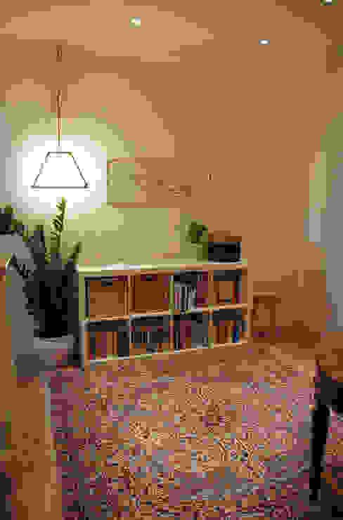 Appartamento sul lago Ingresso, Corridoio & Scale in stile minimalista di studio 'dragora architettura e paesaggio Minimalista