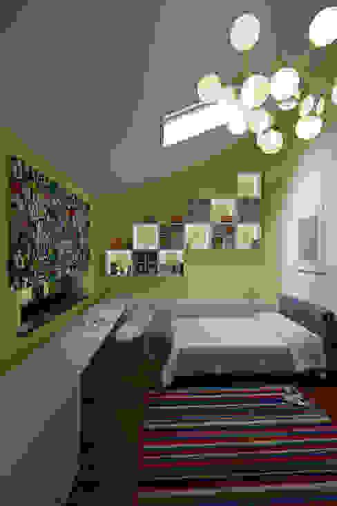 Nature and modern life Детская комната в стиле модерн от Omela Модерн