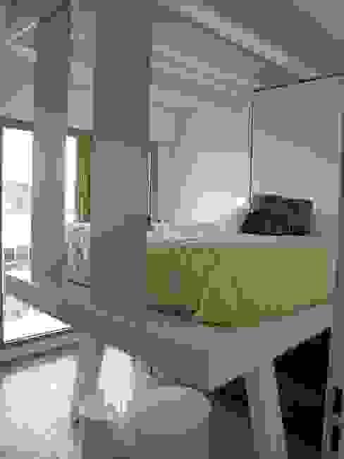 Phòng ngủ phong cách hiện đại bởi Tout Simplement Déco Hiện đại