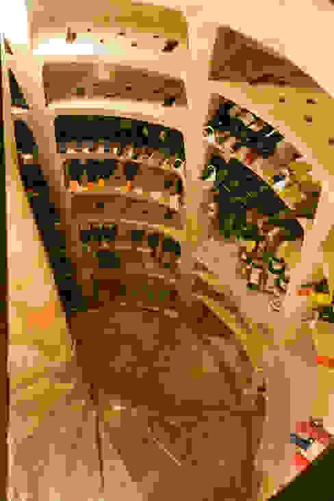 Rustieke wijnkelders van IPUNTO INTERIORISMO Rustiek & Brocante