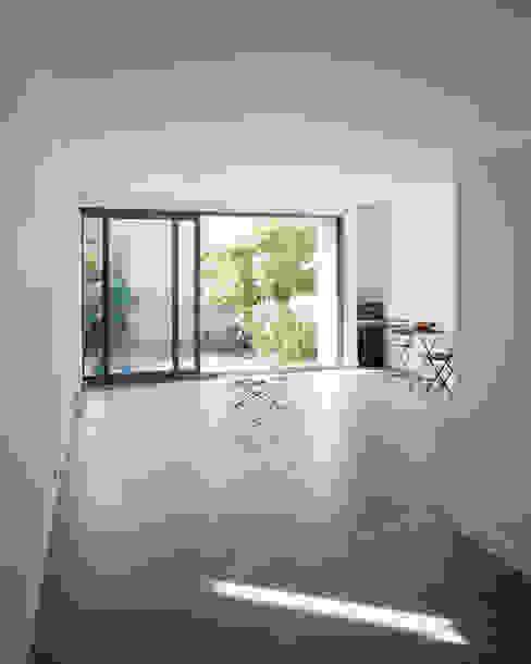 Minimalist house by anne rolland architecte Minimalist