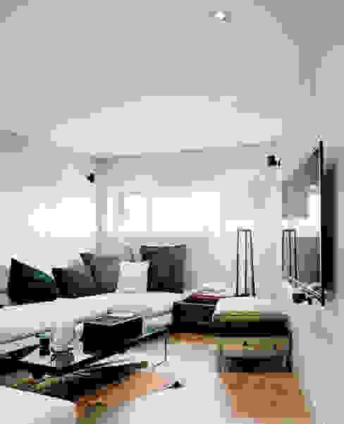Медиа комната в классическом стиле от Lando Rossmaier Architekten AG Классический