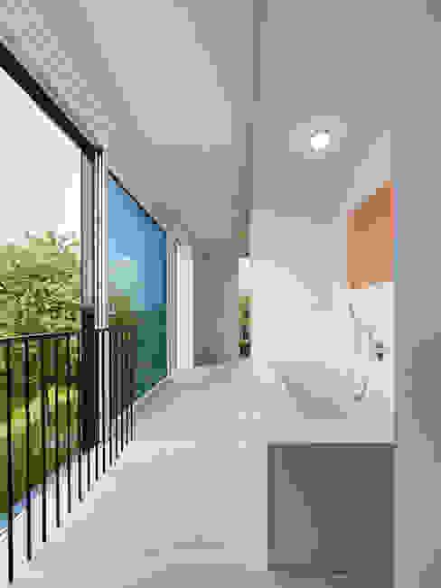 Banheiros minimalistas por archifaktur Minimalista