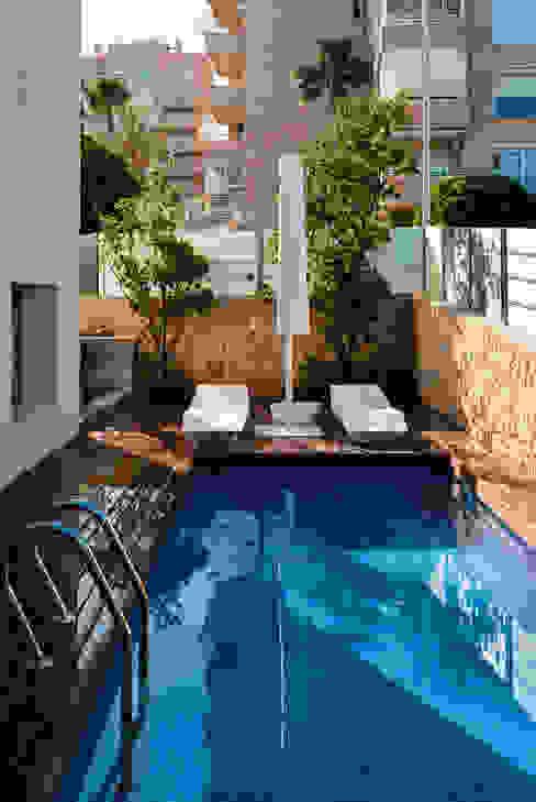 Klasyczny basen od David Jiménez. Arquitectura y paisaje Klasyczny