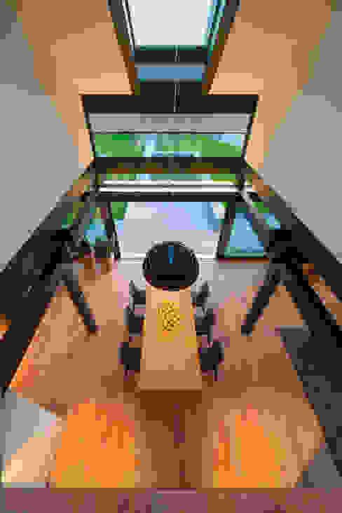 Modern dining room by HUF HAUS GmbH u. Co. KG Modern