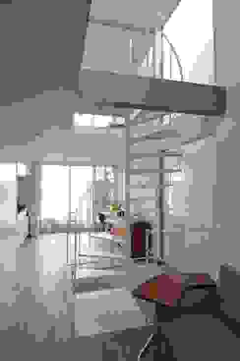 Modern Oturma Odası 岡村泰之建築設計事務所 Modern