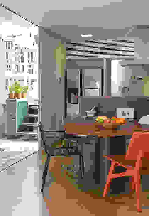 Residencia da Esquina Salas de jantar tropicais por SALA2 arquitetura e design Tropical
